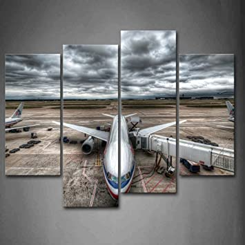 Drei Flugzeuge Sind In Den Flughafen Bewolkt Art Wand Die Bild