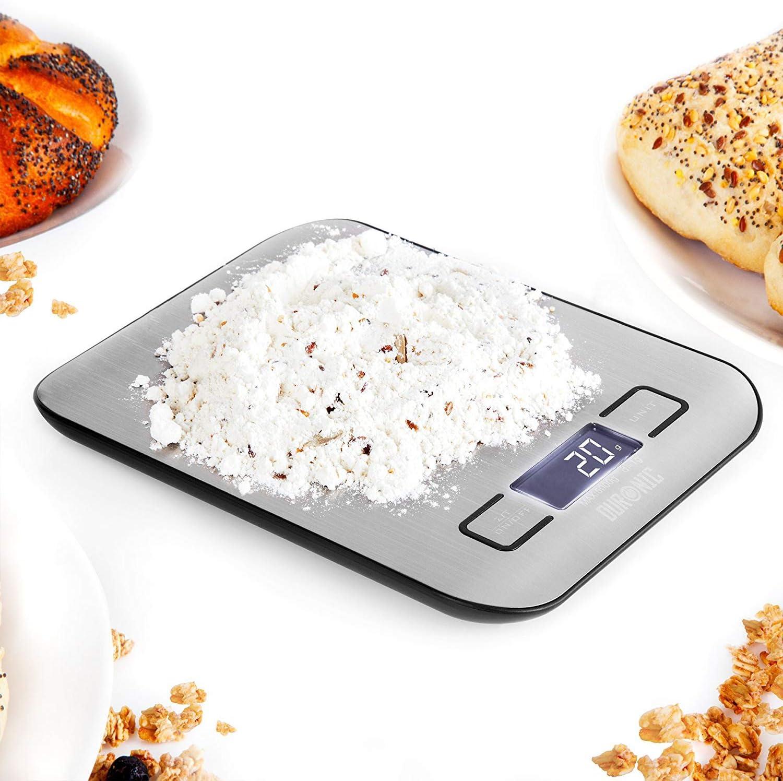 Duronic KS1007 Báscula de cocina digital 14x9.5cm – Pantalla LDC grande con iluminación en azul – Peso máximo 10kg – Función tara – Mide en gramos, libras, onzas fluidas y mililítros – Color gris