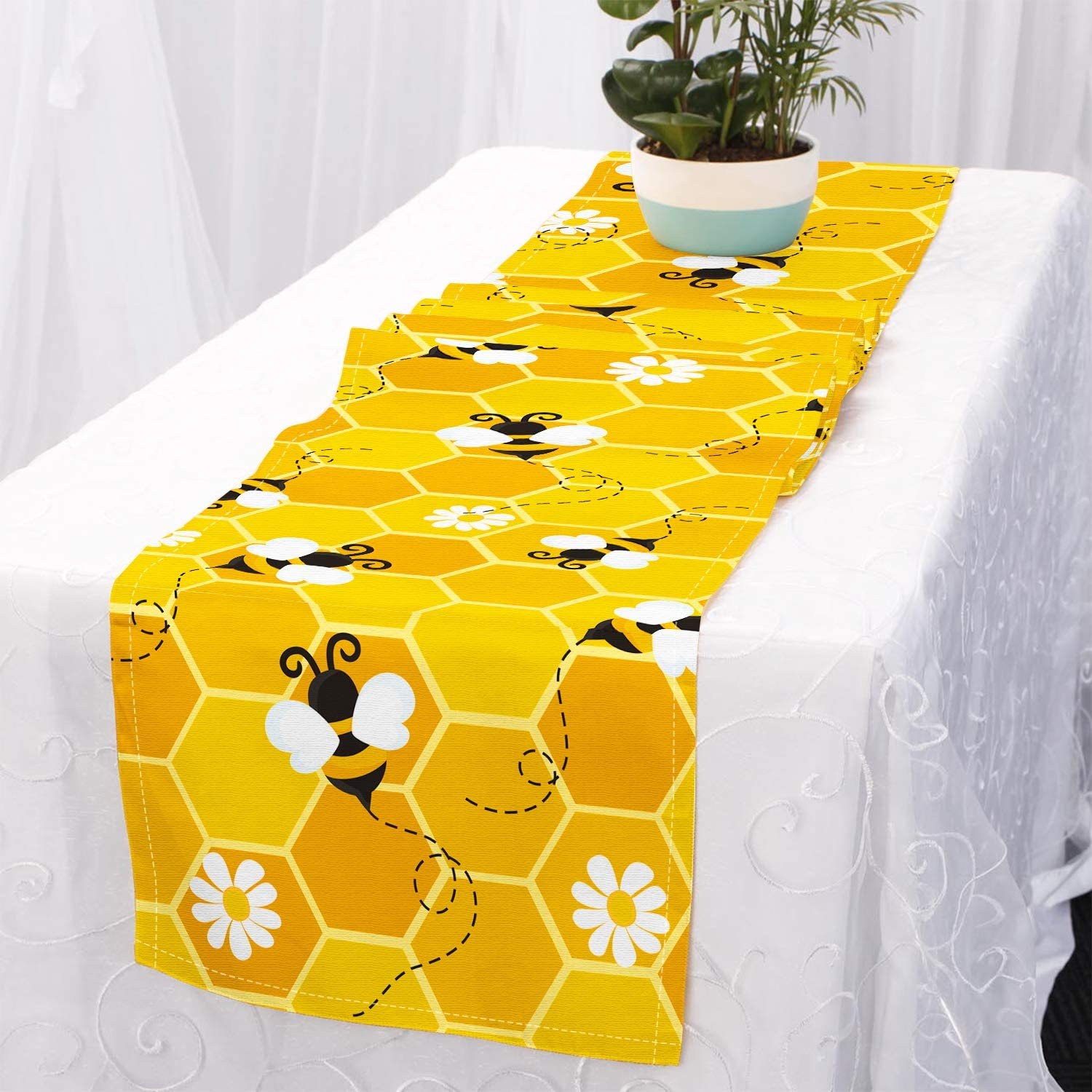 CiyvoLyeen Bumble Bee Table Runner, Honeycomb Beehive Yellow Table Setting Dresser Scarves, Spring Summer Table Fabric Decor for Restaurant Kitchen Dining Banquet Party Events