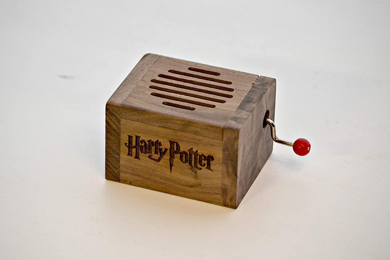 de Harry Potter Peque/ña caja de m/úsica grabada en madera de calidad con la melod/ía Hedwig/´s Theme El regalo perfecto para los fans Manivela de m/úsica manual.