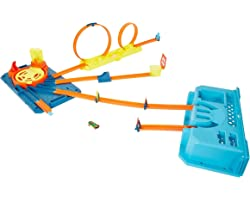 Hot Wheels Mattel GVG11 Caixa de pistas com lançador, conjunto de jogo para construir pistas de brinquedo, com 30 peças, incl