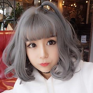 Air Bang Ein Mädchen Mit Kurzen Haarennatürliche Welle Perücke