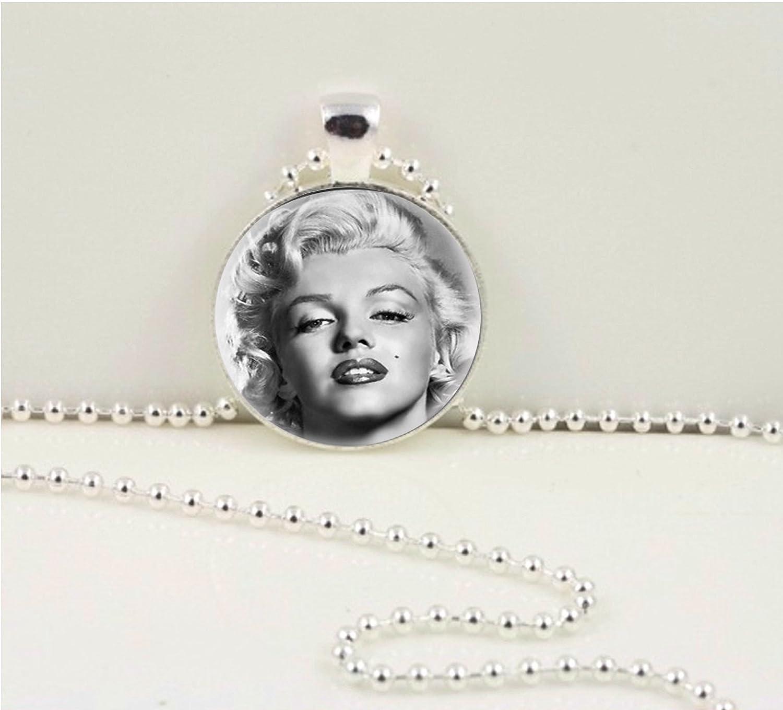 Marilyn Monroe Necklace Vintage inspired jewelry Marilyn Monroe Art pendant