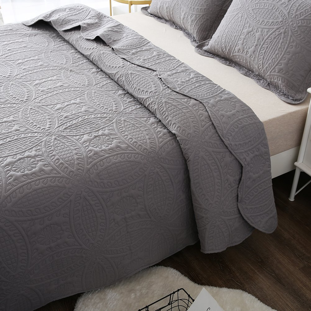 King Size NEWLAKE 3 Piece Quilt Bedspread Coverlet Set,Embossed Coins Pattern
