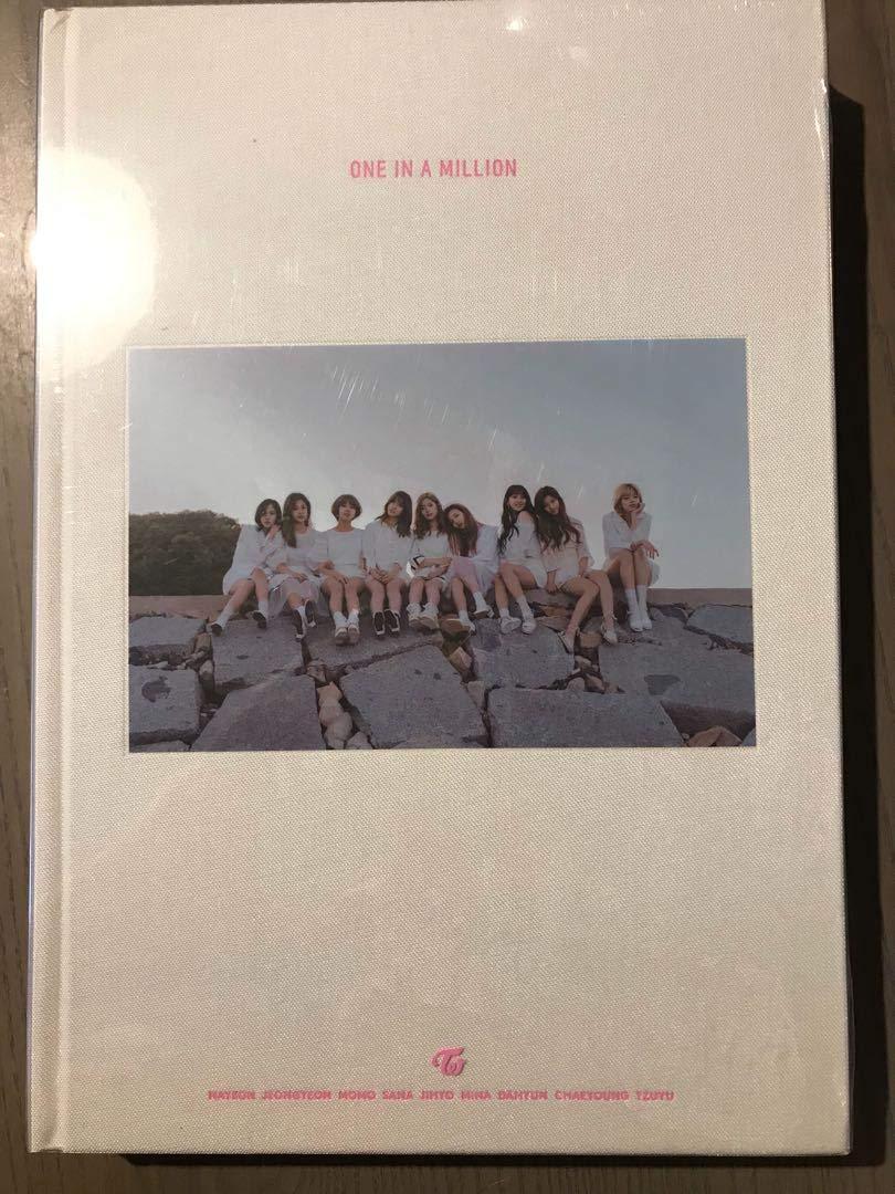 TWICE フォトブック ONE IN A MILLION 写真集 DVD   B07Q6ZTQN4