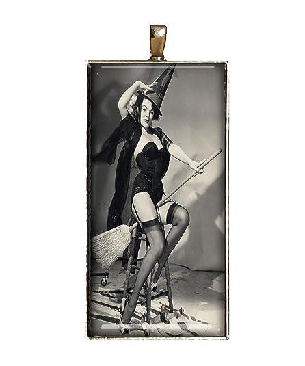 Amazon.com: Collar clásico Pinup De Bruja Halloween Jewlery ...