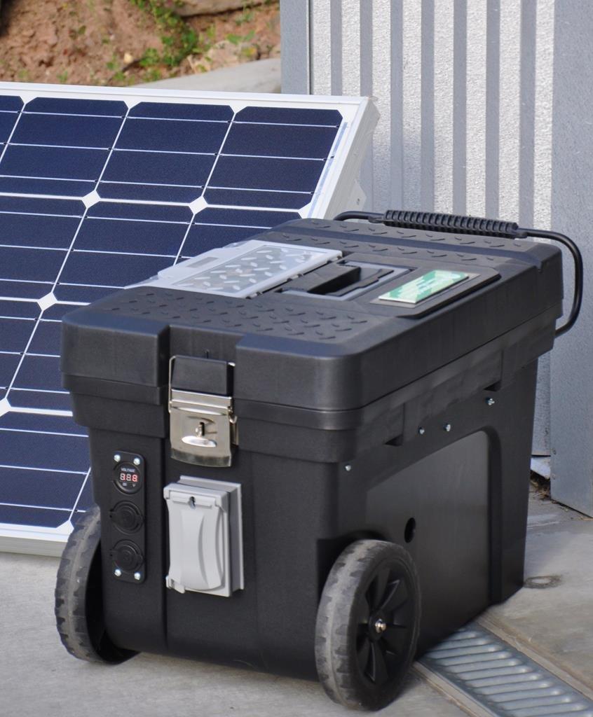 Solar generator 2500 watt 2 100 watt solar panels for Solar panels for 2500 sq ft home