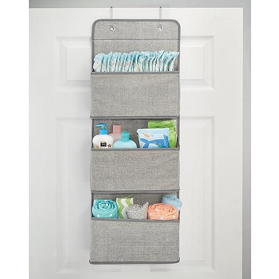 mDesign Estanteria colgante para organizar armarios - Percha para colgar ropa de bebe, peluches y toallas - Organizador de ropa para colgar - 3 bolsillos ...