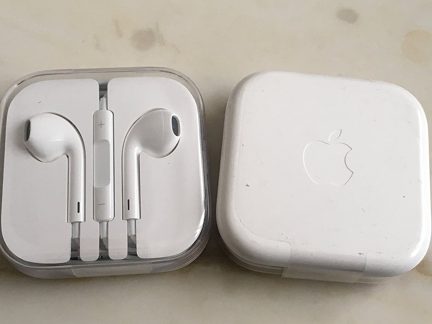 Apple Auriculares Originales iPhone 5, 5S, 5C, 6, 6 Plus, 6S, 6S Plus, iPad Air 4 5 6, iPad 1 2 3 4, MD827ZM/A MD827, Blanco
