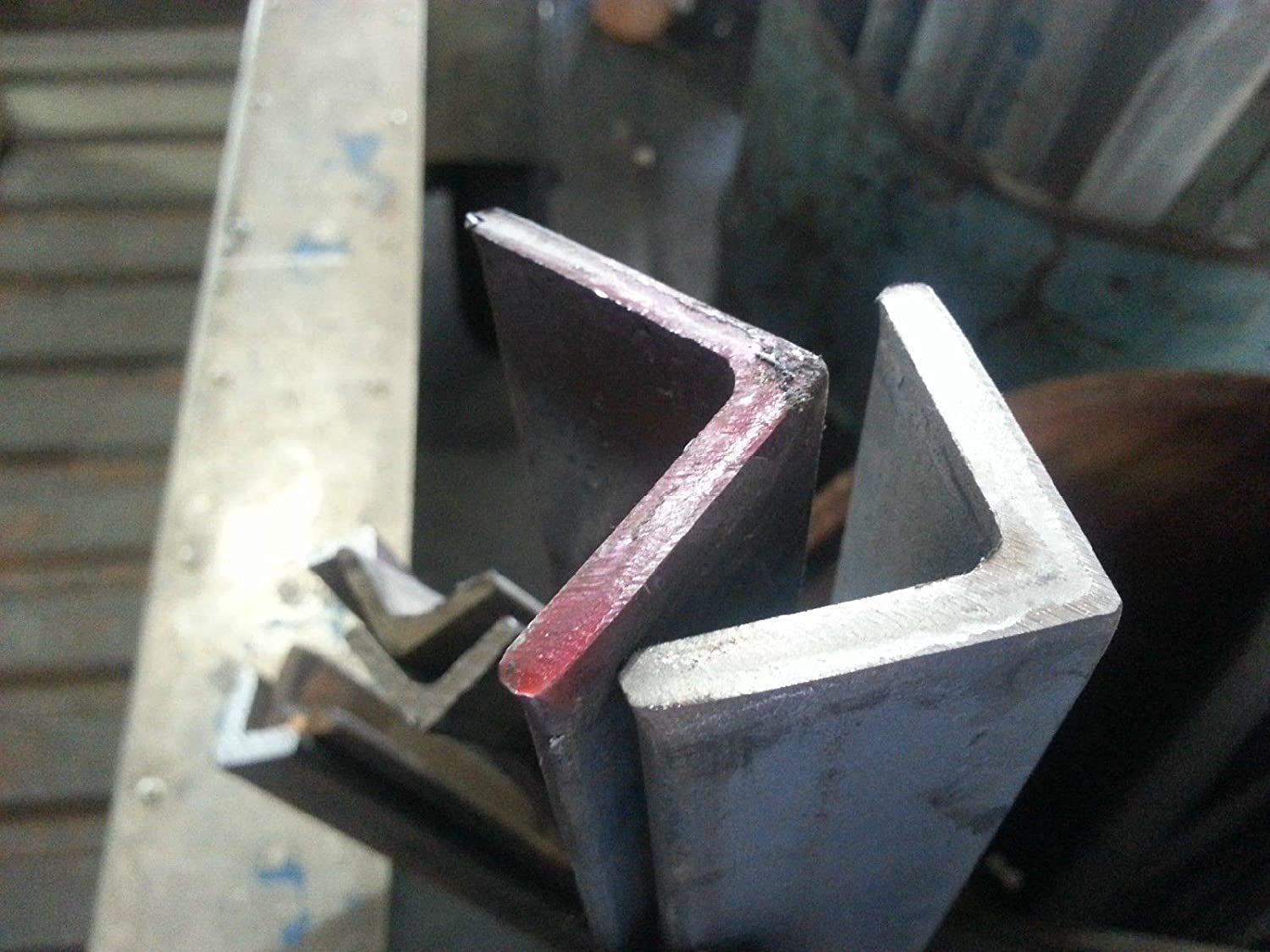 """STAINLESS STEEL ANGLE 1-1//4/"""" x 1-1//4/"""" x 3//16/"""" x 90/""""  304"""