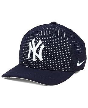 a7969979bf1 Nike New York Yankees MLB Vapor Cap  Amazon.co.uk  Sports   Outdoors