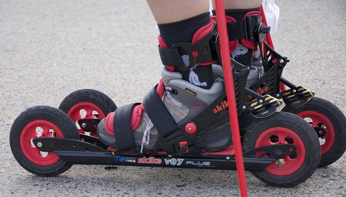 Skike V07 Plus Roller Ski Bundle with Free Poles