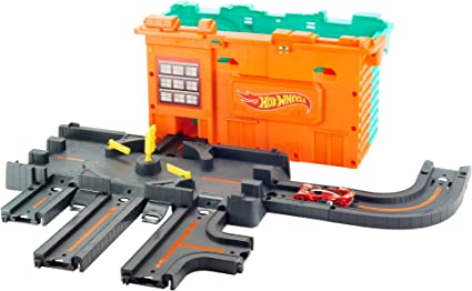 Amazon.com: Hot Wheels City Town Center Play Set Gift Idea for Ages 4 to 8 Years: Toys & Games