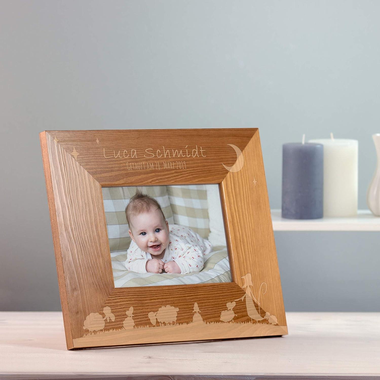 Personalisiert mit Namen und Datum Casa Vivente Bilderrahmen mit Gravur zur Taufe Taufgeschenk Fotorahmen aus Holz Motiv Sch/äfchen