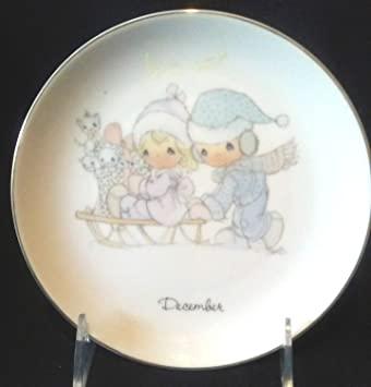 Precious Moments \u0026quot;DECEMBER\u0026quot; Decorative Plate ... : decorative plates amazon - pezcame.com