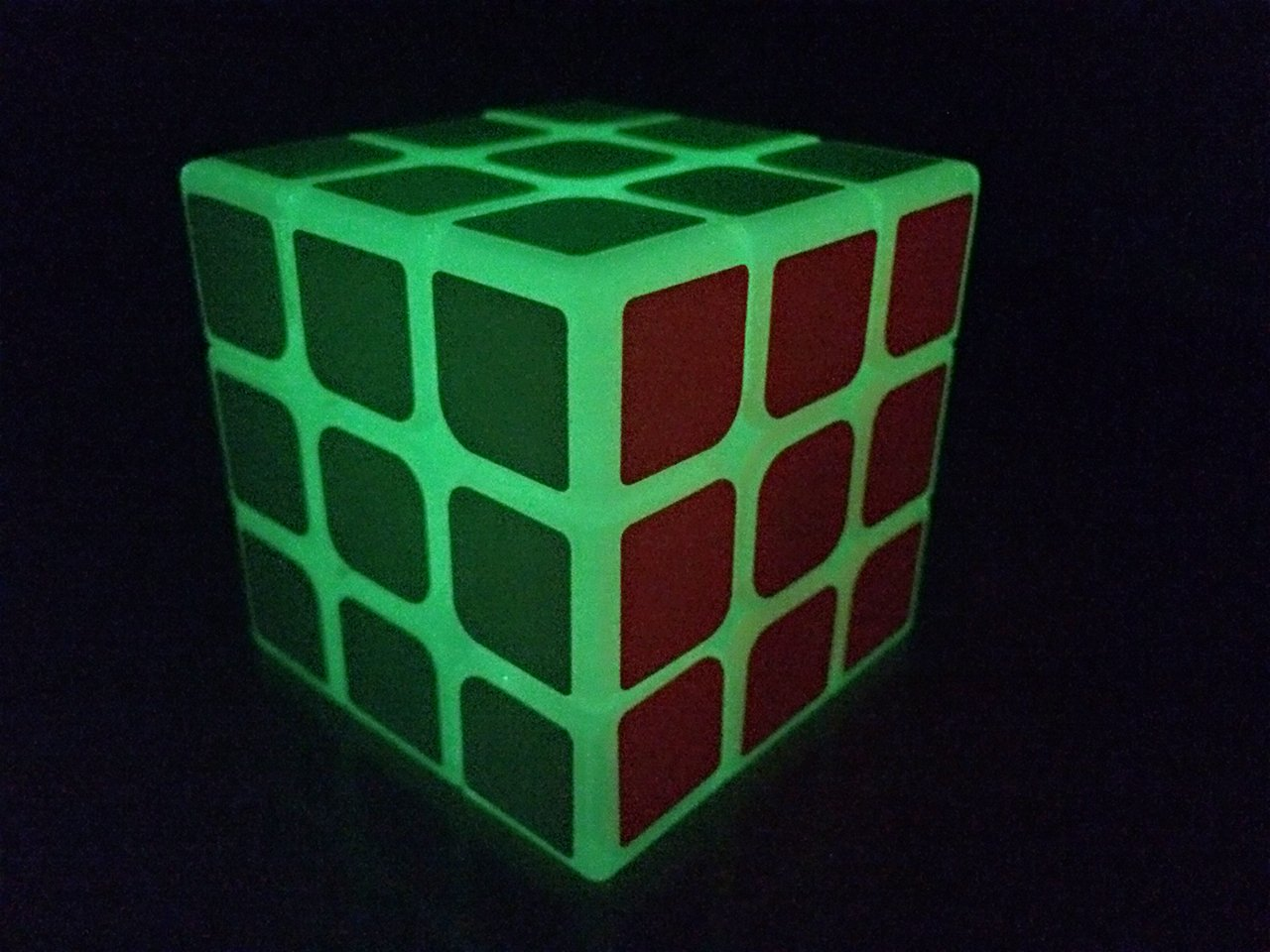 2016 NEW HOT SPEED CUBE GLOW IN THE DARK Magic Puzzles Puzzle Cube 3x3 Toys & Games Light up in the Dark