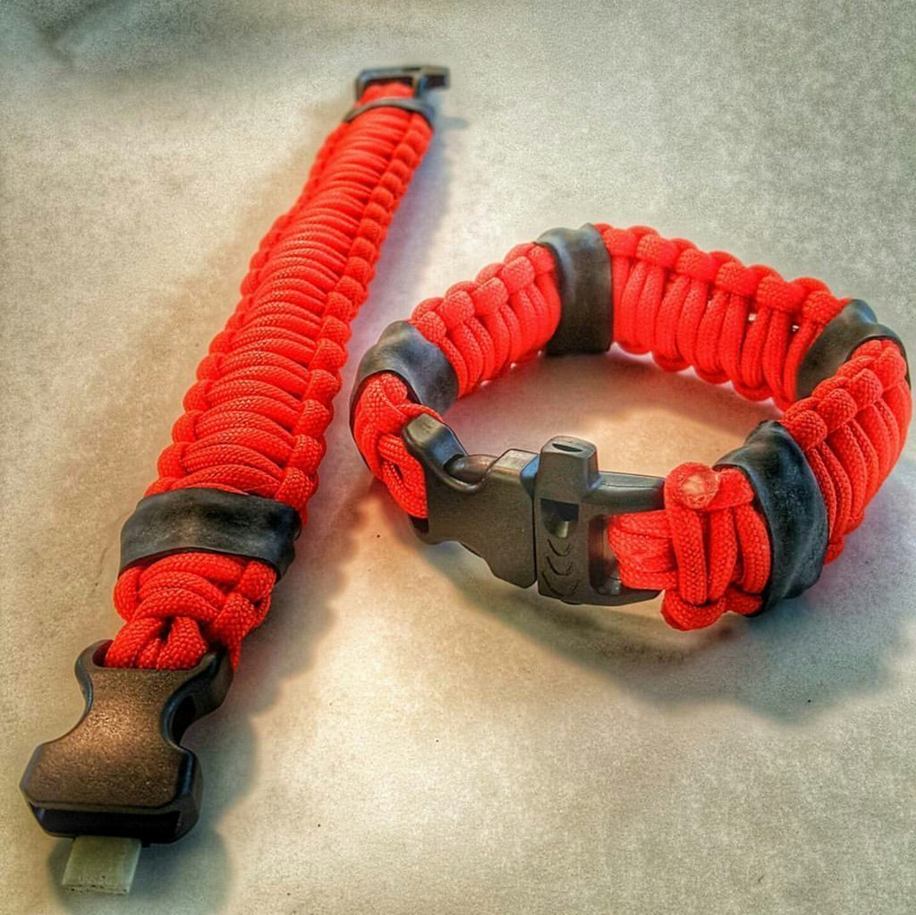 Medic Strap - A first-aid paracord bracelet kit, emergency survival in field. Start fire, signal, disinfect wounds, treat blister, suture lacerations, relieve allergies/stings, stop blood loss, etc.