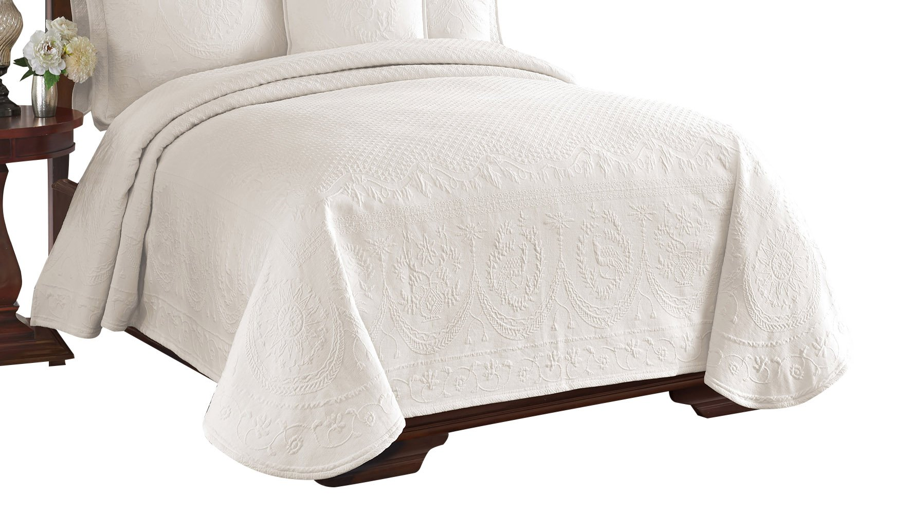 Historic Charleston 13991BEDDQUEIVY King Charles Matelasse 96-Inch by 90-Inch Queen Coverlet, Ivory