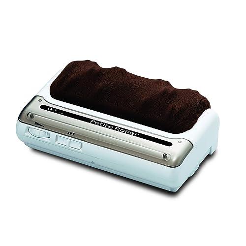 突起のある足裏もみローラーが、足裏を刺激してほぐします。足の甲にはヒーターがあり、足が冷えているときも心地よく使えます。本体の重さは2.7kg程度で、持ち運びも比較的簡単です。