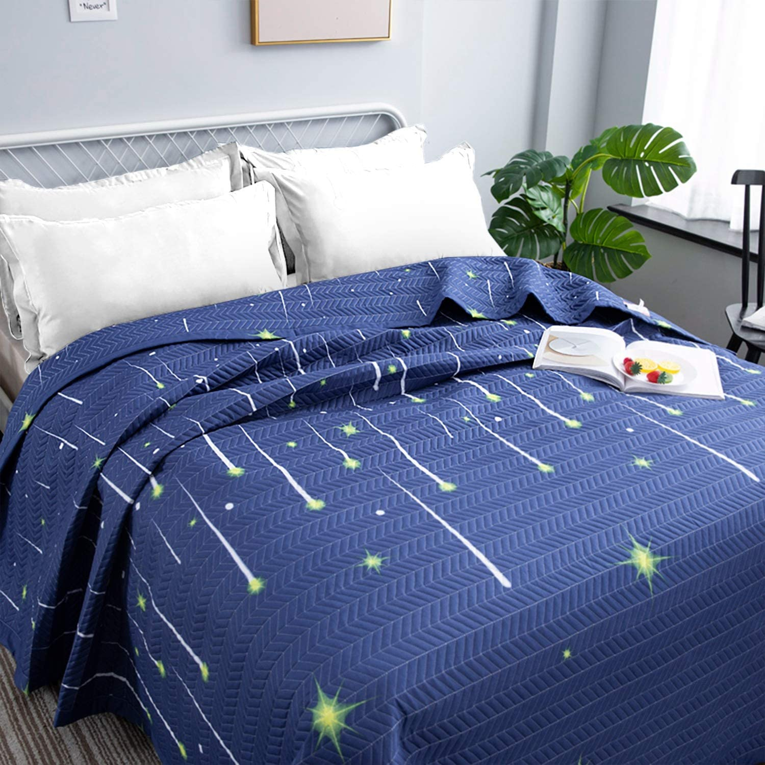 Qucover Night Sky Bedspread Double King Size Dark Blue Soft Lightweight Universe Stars Printed Quilted Bedspread Bed Throws Coverlets 3 Piece Set with 2 Pillowcases,230x250 cm