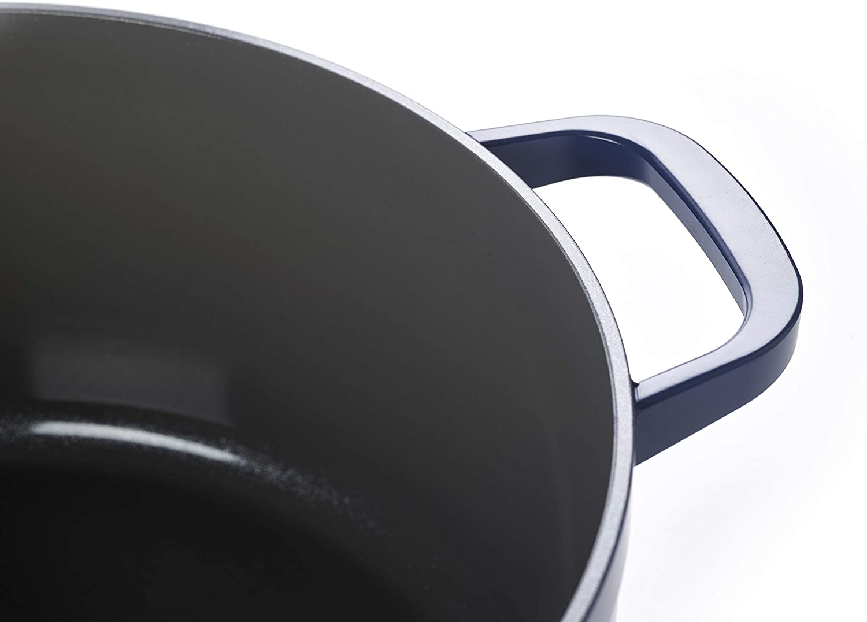 Casseruola con coperchio in vetro temperato trattieni-calore esterno in alluminio rivestimento antiaderente in ceramica bianca 28 cm Kitchen Stories SimmerPro 6,6 l