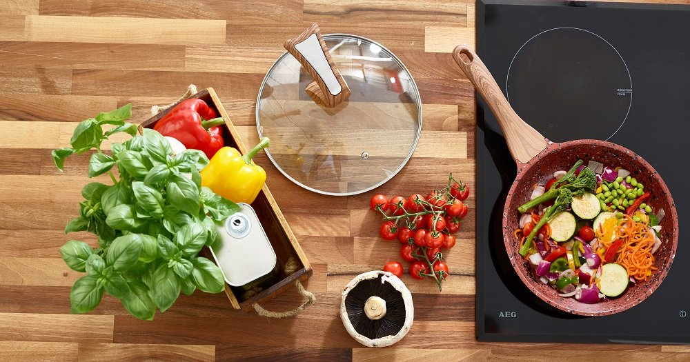 Copper Non Stick Frying Pan with Premium High Performance Stone Coating Bakelite Wood Effect Handle & FREE Stand Alone Lid 24cm | Perfect Healthy Dry Frying