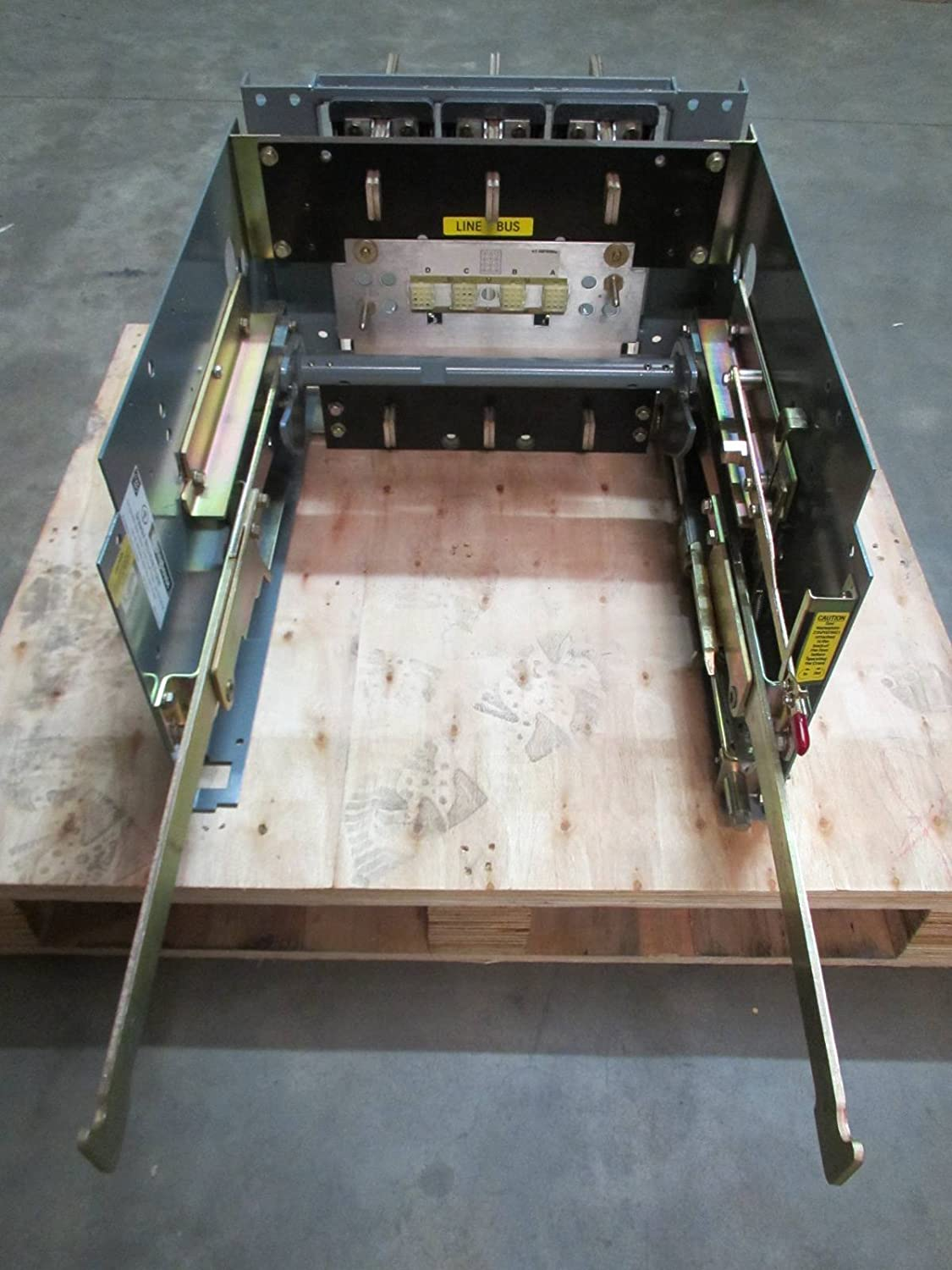 Westinghouse Spb 100 50 800a Max Drawout Mounting Frame 8spbd0s Square D Qo120gficp 20amp 1pole Gfci Circuit Breaker 8spbdos Industrial Scientific