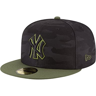 bf622e0c572 Amazon.com  New Era New York Yankees 2018 Memorial Day On-Field 59FIFTY  Fitted Hat – Black Olive  Clothing