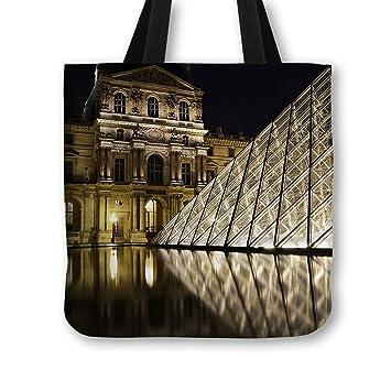 ed9828fd73c4c Glaspyramide des Louvre der Handtasche in Paris