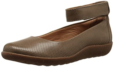 CLARKS Women's Medora Nina Flat, Sage Leather, ...