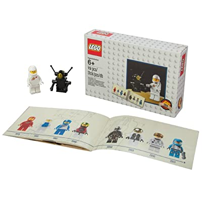 "Lego Minifigure Pack ""Retro Classic Astronaut and Robot"" Set 5002812: Toys & Games"