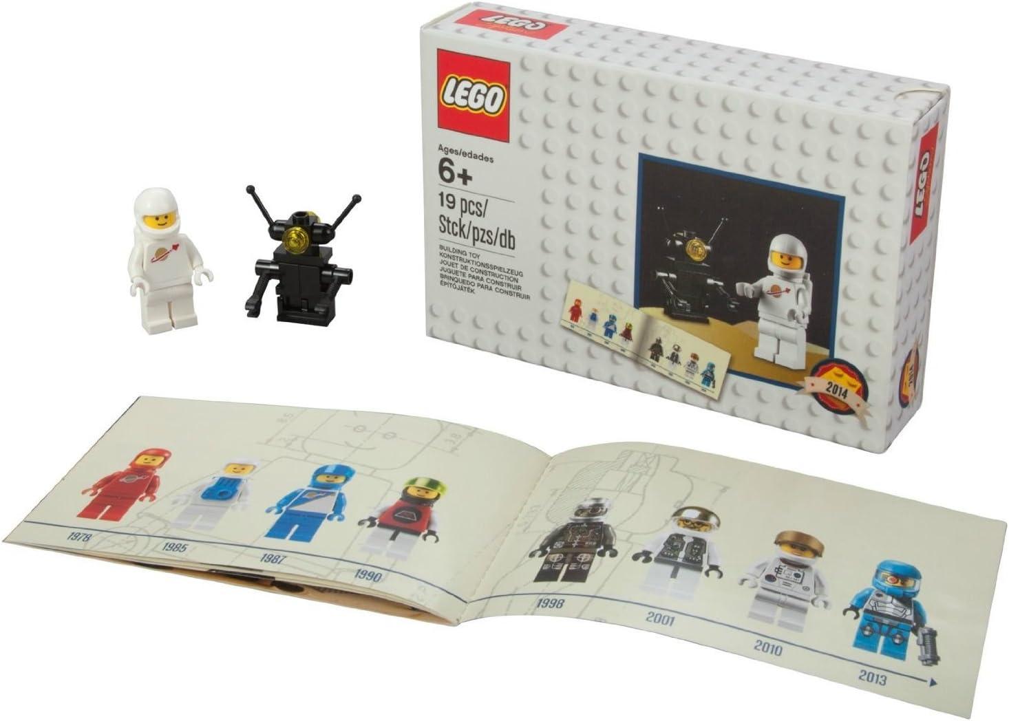 "Lego Minifigure Pack ""Retro Classic Astronaut and Robot"" Set 5002812"