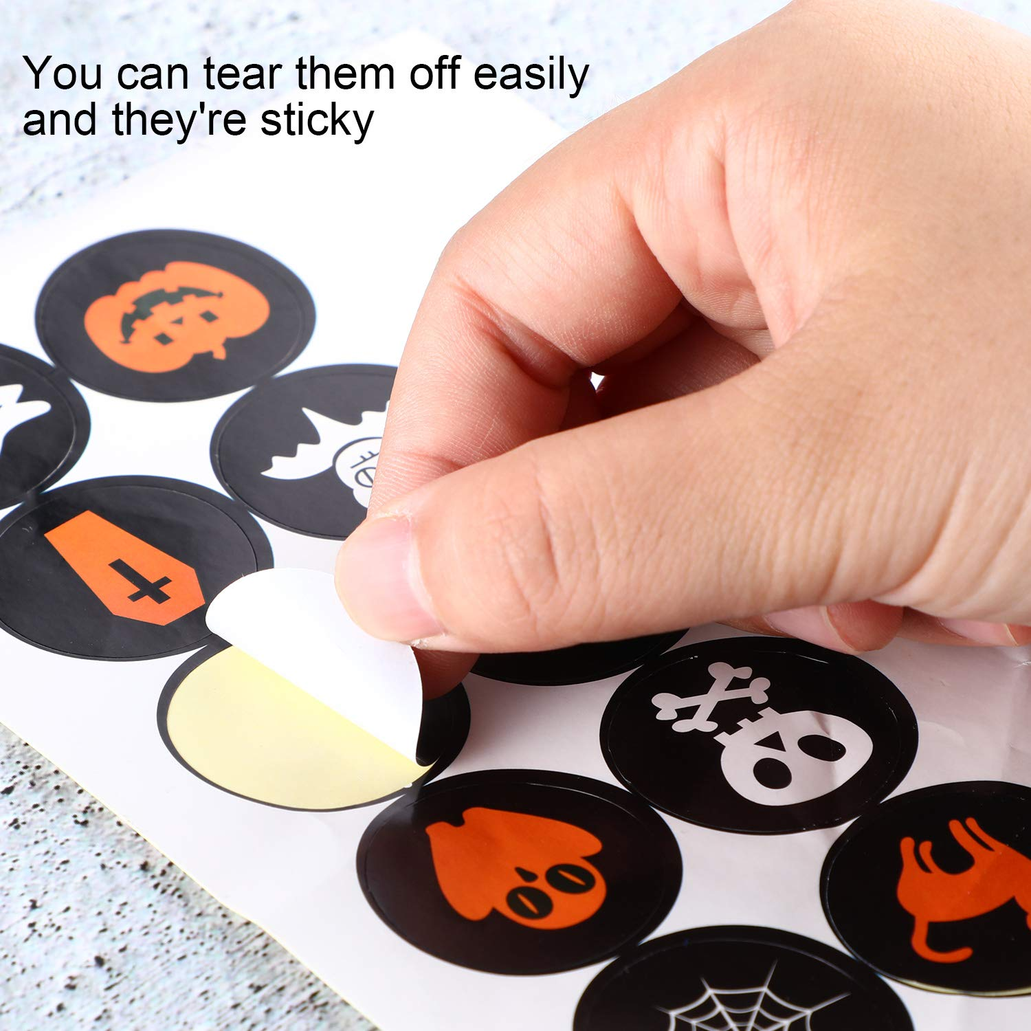 Boao 100 Pieces Halloween Stickers Round Seal Label Stickers Assorted Pumpkin Skull Bat Ghost Pattern Stickers for Halloween Party Decoration