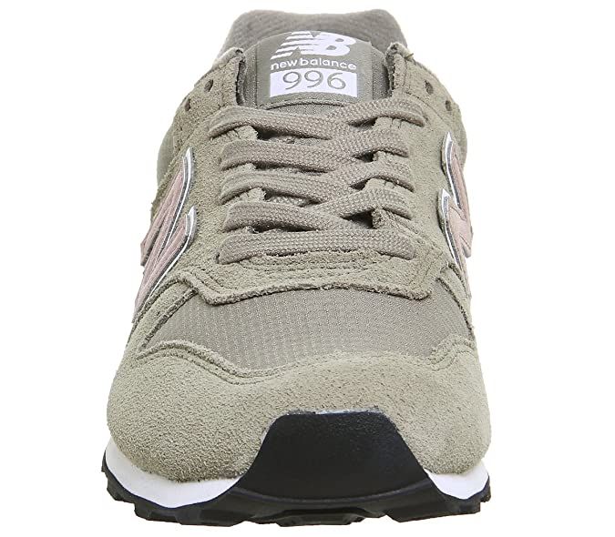 New Balance Women s 996 Low-Top Sneakers  Amazon.co.uk  Shoes   Bags f8fbc91c75ec