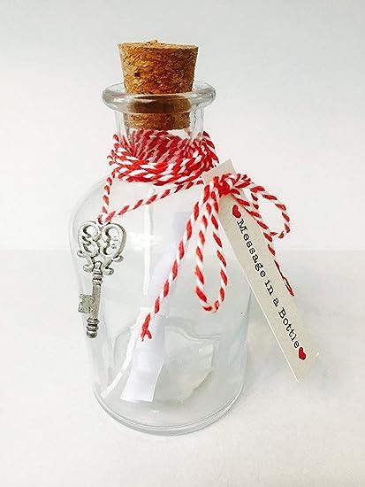 Botella de cristal con mensaje en su interior, tapón de corcho y llave con forma