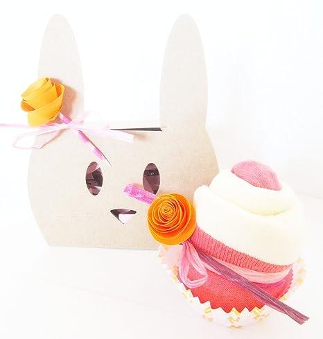 Idea Regalo para Recién Nacidos | Cupcake hecho con Babero TOMMEE TIPPEE y Calcetines en Algodón