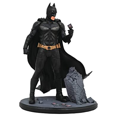DIAMOND SELECT TOYS DC Movie Classic Gallery: The Dark Knight Batman PVC Diorama Figure: Toys & Games
