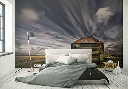 Papel Tapiz Fotomural - Abandonado Viejo Cobertizo Llanura Campo Nubes - Tema Prados y campos -