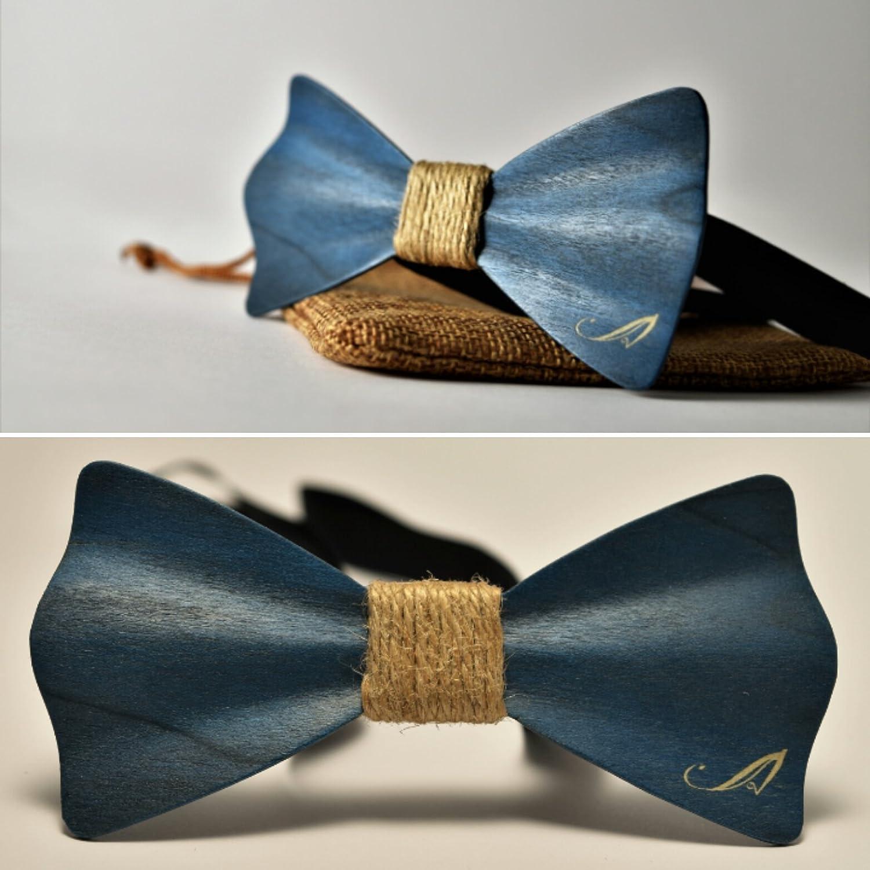 Pajarita de madera tintada de azul