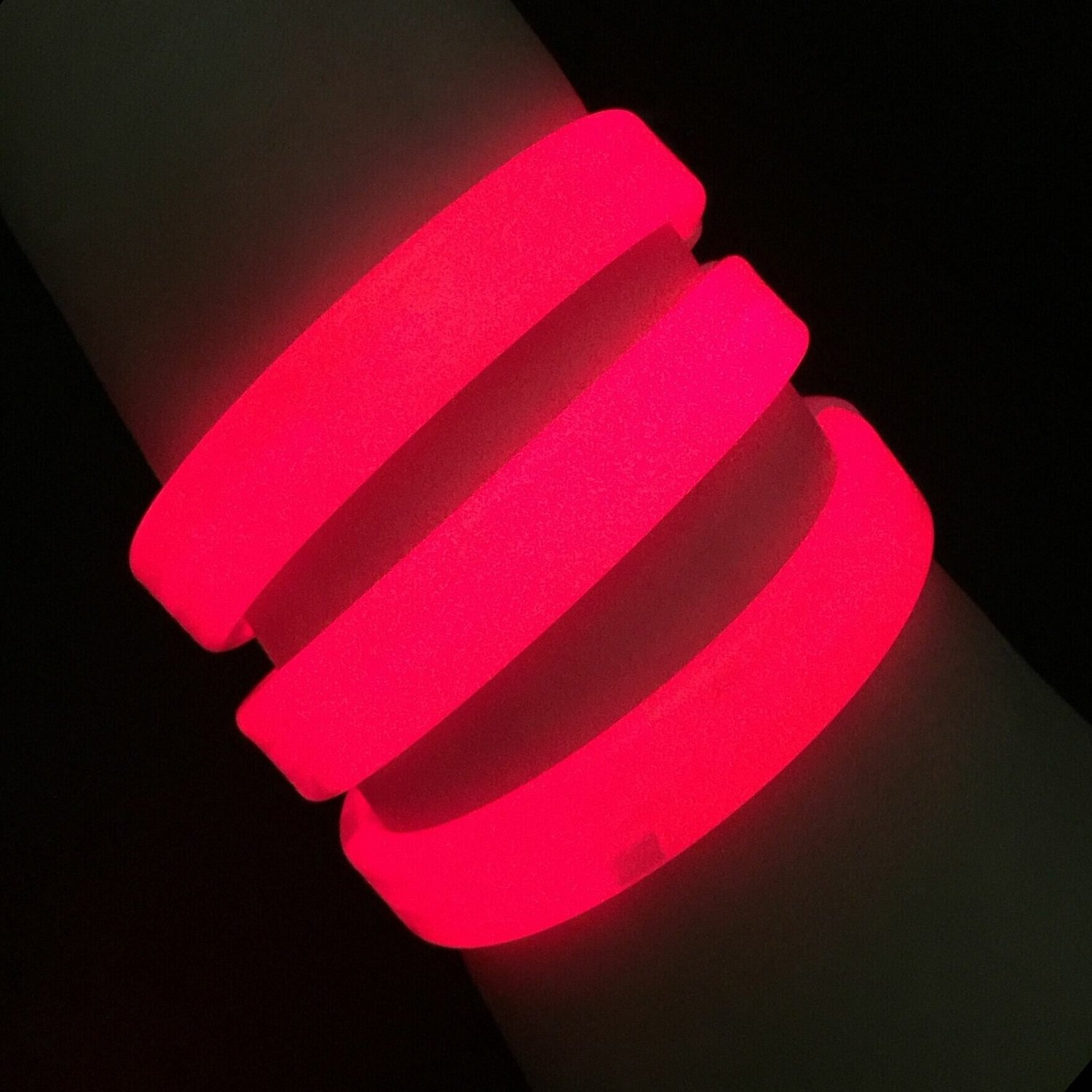 """Glow Sticks Bulk Wholesale Wristbands, 25 9"""" Red Triple-Wide Glow Bracelets, Bright Color, Glow 8-12 Hrs, 25 Connectors Included, Glow Party Favors Supplies, Sturdy Packaging, GlowWithUs Brand"""
