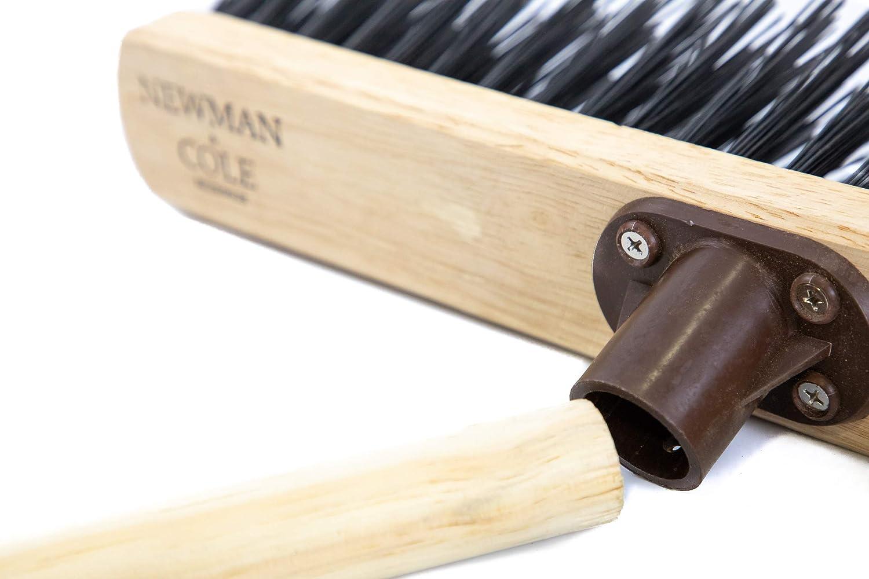 Newman /& Cole Brosse de jardin rigide avec manche en bois 2