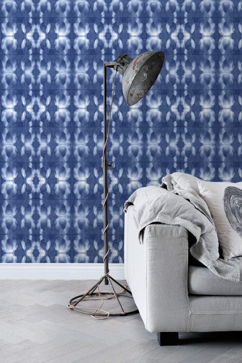 papier peint motif shibori tie-dye bleu jeans indigo intense 148685 dESTAhome.nl