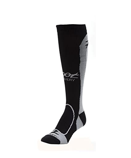 5efc41266c Amazon.com : Zoot Women's ULTRA COMPRESSRX RECOVERY W SOCK BLACK 4 ...