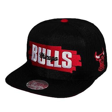 a5bd9914f1d Mitchell   Ness Men Caps Snapback Cap Winning Streak Chicago Bulls Black  Adjustable