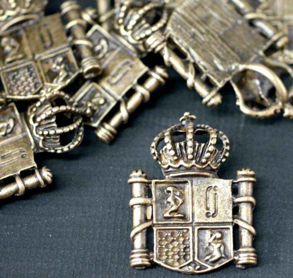 *SPECIAL SPRING PROMOTION...Plus 1 PACK FREE!!* 1 Antique Bronze Coat Of Arms Fantasy CROWN Pendant Charm with Jump Rings included for attachments. Universal use for Jewellery, Card Making and Scrap-booking. Check out our Fantastic wide range of Beads, Ch
