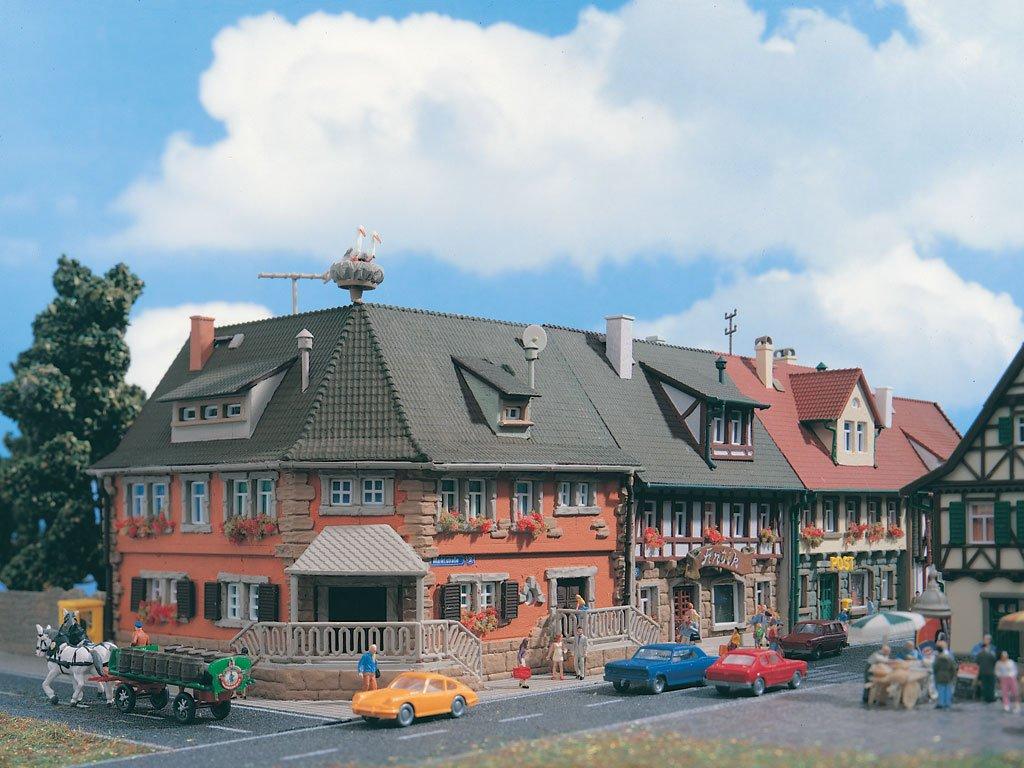 Vollmer N 7630 - Eckhaus Modelleisenbahn / Aufbauten Modelleisenbahn / Einzel- Einfamilien- und Reihenhäuser Modelleisenbahn / Wohnhäuser in der Stadt