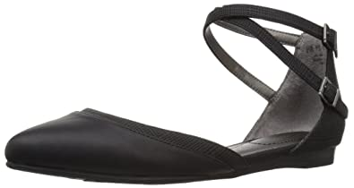 456fd995fa6 LifeStride Women s Quincy Pointed Toe Flat Black 5 ...