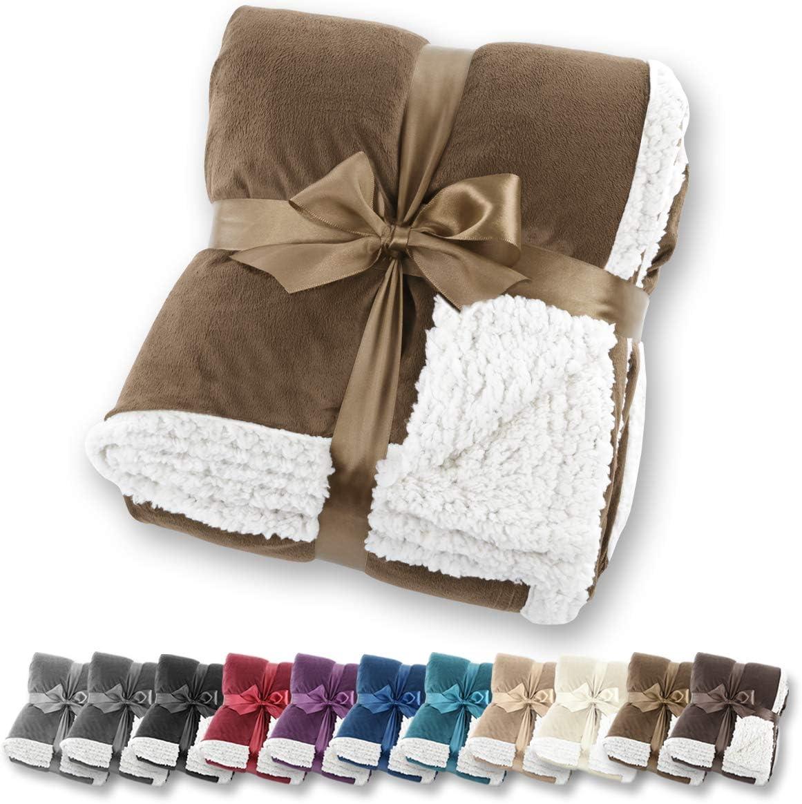 Manta de aspecto de piel de cordero Gräfenstayn® - Varios tamaños y colores - Manta para la sala de estar - Manta de microfibra de franela (Marrón, 200x150 cm)