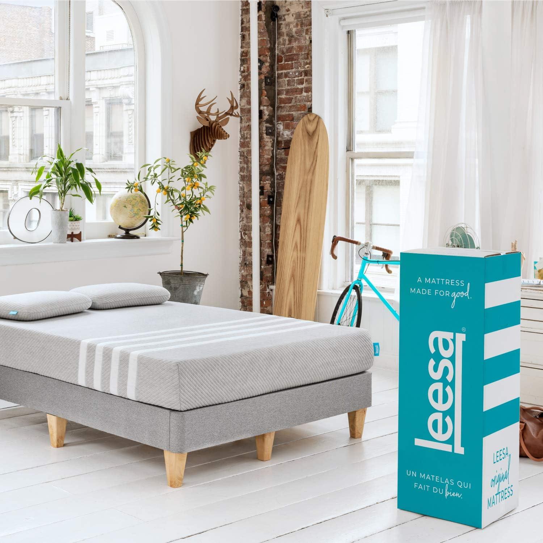Amazon Com Leesa Original Bed In A Box Three Premium Foam Layers Mattress Queen Gray White Furniture Decor