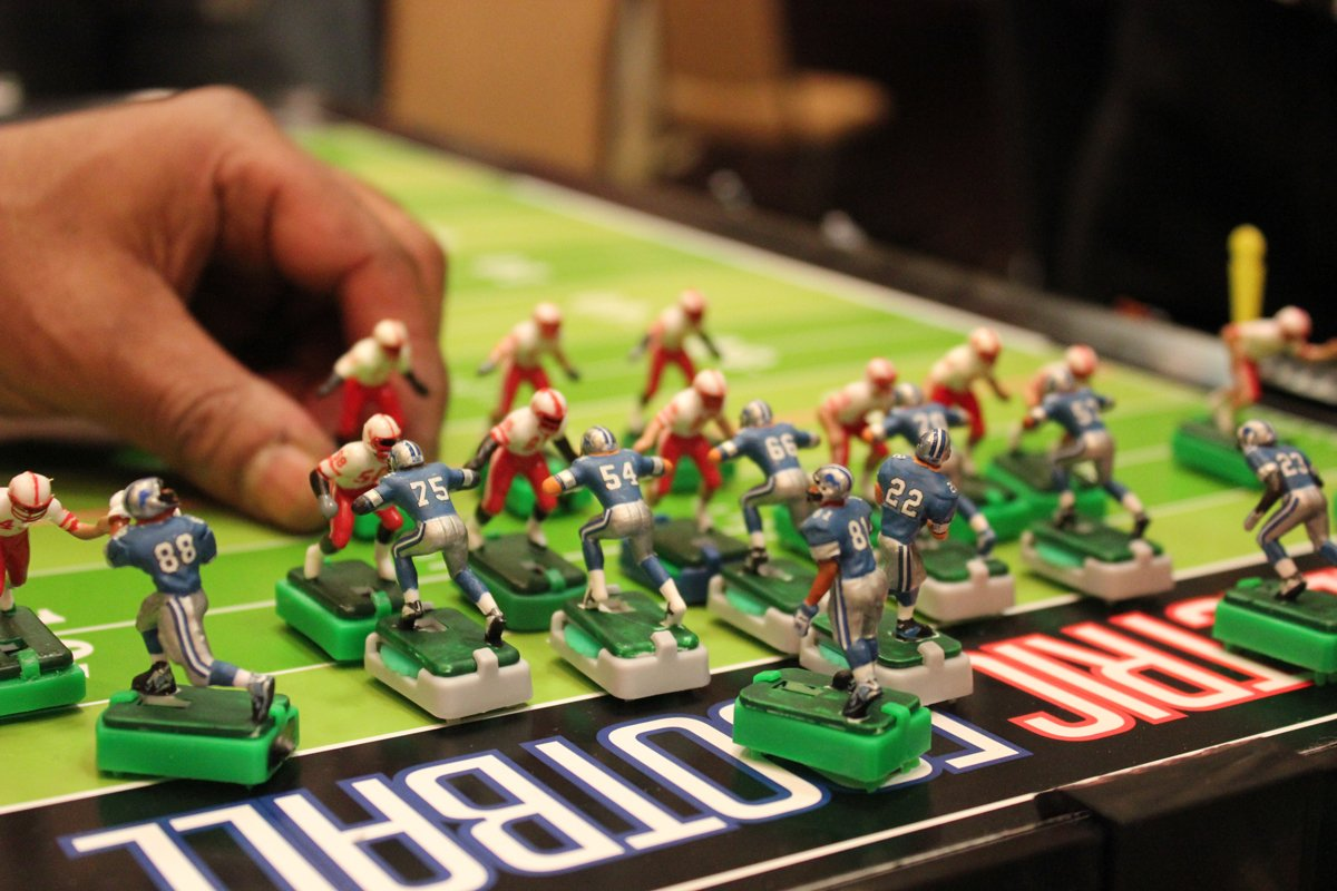 Tudor Games New York Giants Away Jersey NFL Action Figure Set by Tudor Games (Image #5)